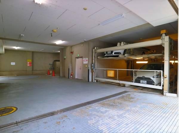 敷地内駐車場は、月額30000~35000円です。