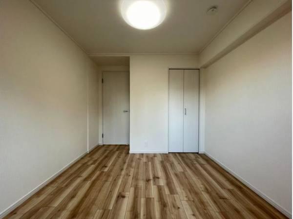 過ぎ行く時間をゆったりと感じることができる落ち着いたお部屋。プライベートな時間を満喫できます。