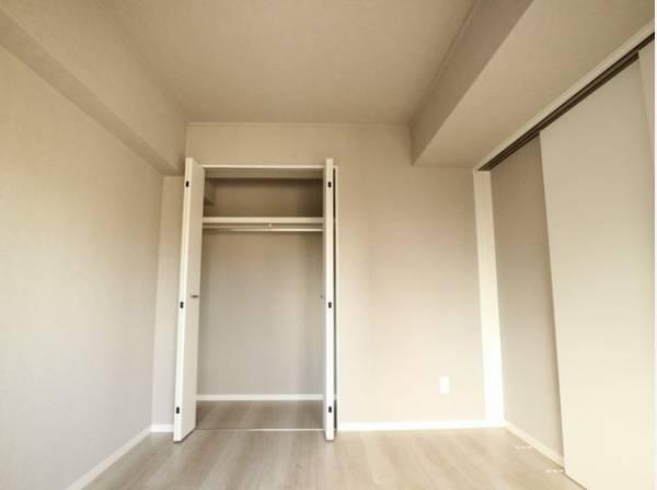 無駄を省き有効に活用した収納スペース。プライベートルームはゆったりと快適に。