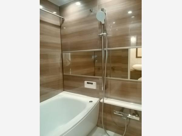 お風呂に求める心地良い瞬間のために、機能性とデザイン性に重点を置き、くつろぎの空間を演出しました。