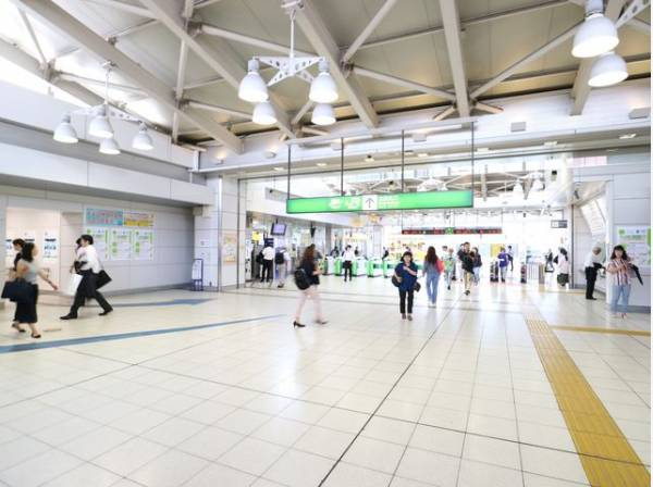 JR山手線 大崎駅まで550m コンパクトな駅ながら、JR山手線の他に埼京線、湘南新宿ライン、りんかい線、高崎線など、複数の路線が通っており、利便性が良い駅です。どこへ行くにもアクセス良好です。