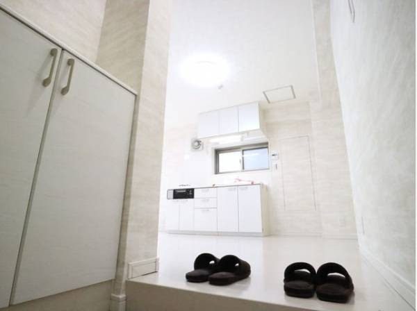 玄関はお家の顔としてすっきりとした素敵な空間に。印象のよい玄関は爽やかな住まいへの入り口です。