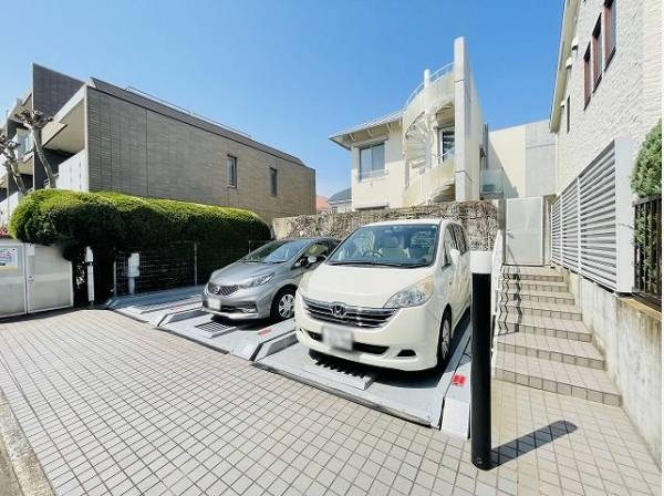 敷地内駐車場。1台分無償専用使用権付き。