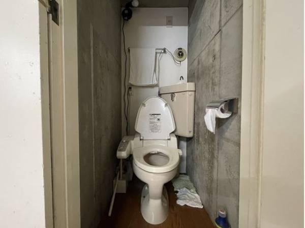 プライベート空間として機能や内装にこだわったトイレはリラックス空間へ。