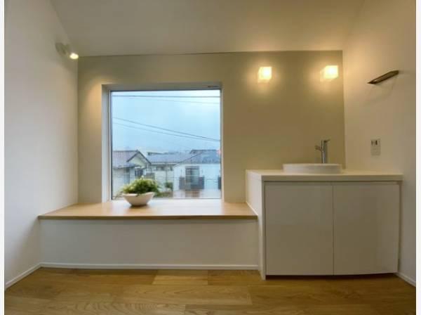 洗面台もオシャレに演出。まるでホテルのよう。洗面ボウルの下部は棚を設置したり自由自在。