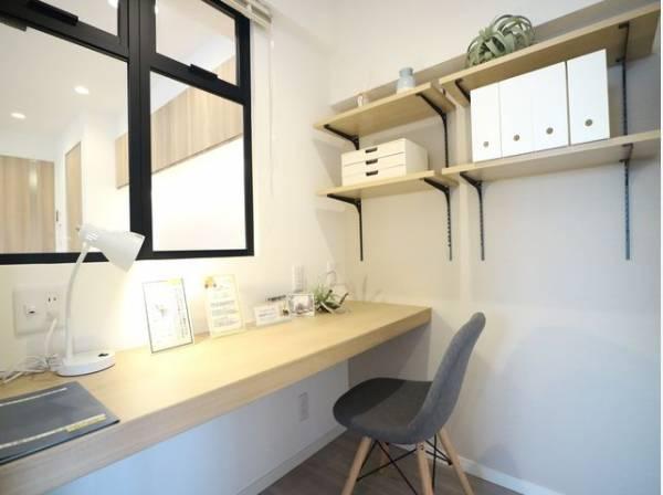 在宅ワークに最適なワークスペースを完備。独立型なので仕事に集中できる空間です。