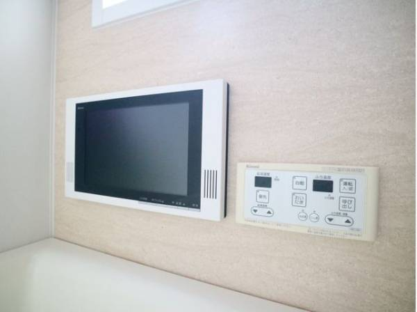 浴室TVを設置。お気に入りのドラマとともに、半身浴で癒される。日々のバスタイムをより心地よく有効なひとときにするために。