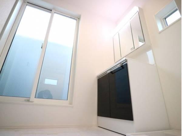 洗面室からも出れるバルコニーを採用。家事動線に配慮した間取りです。十分に換気もできます。