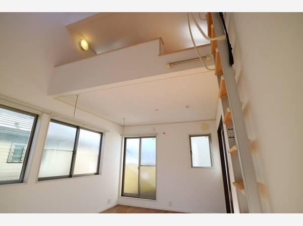 天井が高く、吹きぬける風を感じながら爽やかで風通しの良い暮らし。心に余裕をもたらす快適住戸。