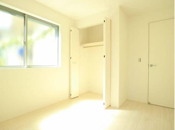 各部屋クローゼット付の2LDK+2S。お子さまも憧れの個室が持てます。ただ暮らすだけでなく、快適さを求めて毎日気持ちの良い日々を。