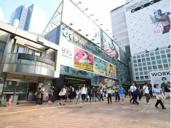 JR山手線 渋谷駅まで450m JR、東京メトロ、東急電鉄、京王電鉄の4社が乗り入れるターミナル駅。いまや世界的にも注目を浴びる観光スポットとなり、昼夜を問わず人があふれ、活気に満ちています。