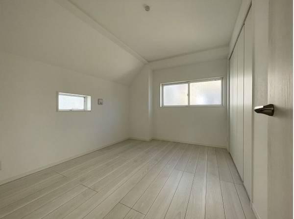 シンプル・イズ・ベストが基本。プレーンな空間を自分スタイルに染める。いつまでも快適に暮せる住まいへ。