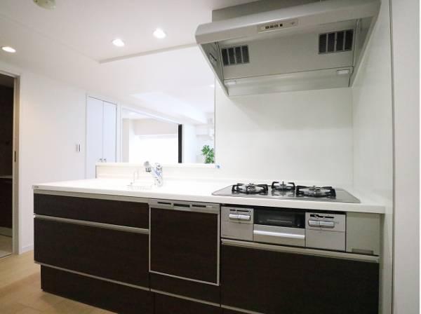 忙しくて慌ただしい毎日でも、綺麗が続く理想のキッチン。毎日使う場所は自分らしいスタイルで輝き続ける。