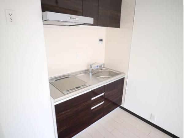 清潔感のあるキッチン。使い勝手の良いキッチンで効率よくお料理ができます。