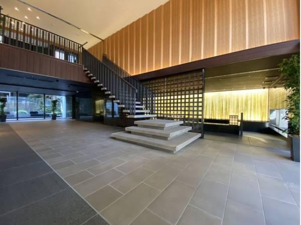 共用施設が充実したホテルライクな空間。大人の品格が漂うエレガントな佇まい。