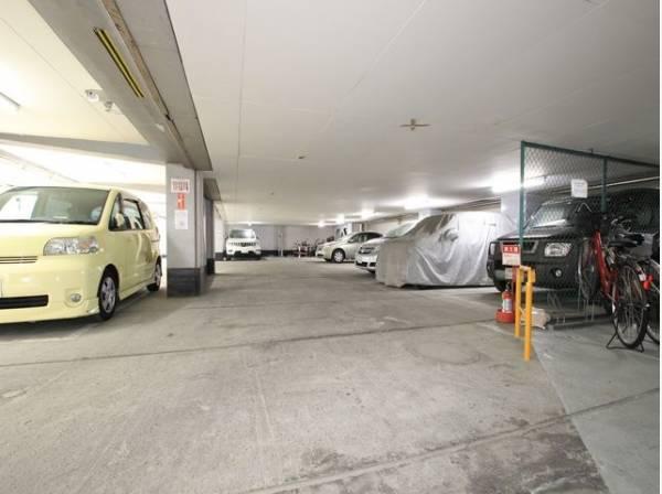 敷地内駐車場完備。