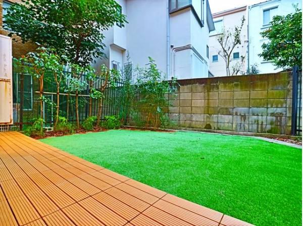 専用庭付きですので、リビング降り注ぐ太陽の下、お布団や洗濯物もたっぷり干せます。