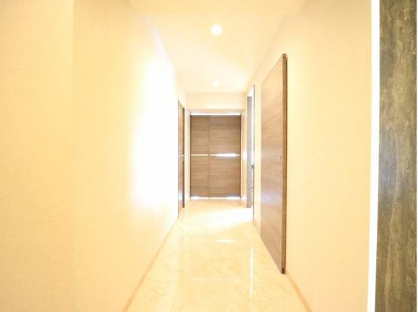リビング・玄関・廊下は大理石貼。ホテルライクな高級感のある内装となっております。