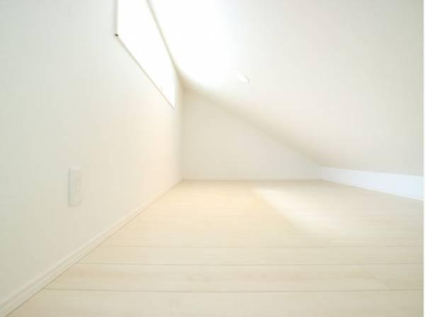 洋室の上にはロフトが付いています。収納になったり、子どもの秘密基地になったり、お部屋を広々とお使いいただけます。
