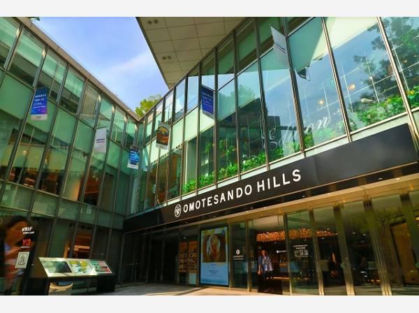 表参道ヒルズまで500m 日本のファッション、文化の中心としてトレンドを発信し続けてきたストリート・表参道の核となる、世界に類をみない「文化商業施設」です。