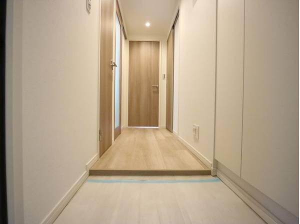 毎日の行き帰りで使う大事な玄関。ただいまと叫びたくなるような、明るい空間に仕上がりました。