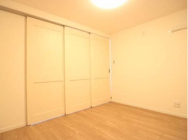 リビングの可動ドアを閉めると個室になります。プライベートスペースとして多目的にご使用いただけます。