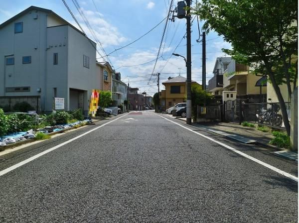南側前面道路は約7.2m。開放感ある立地です。