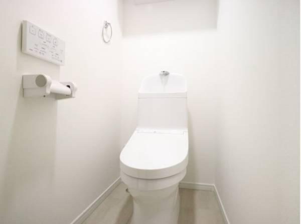 ホワイトをベースとした明るく爽やかなトイレ。いつも綺麗、いつでも清潔。