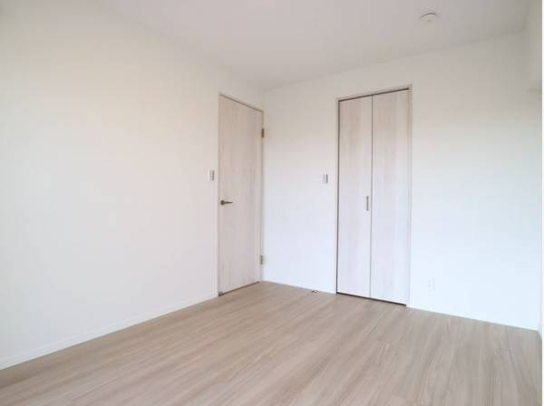 過ぎ行く時間をゆったりと感じることができる落ち着いたお部屋。静かな環境でリラックスタイムをスタート。