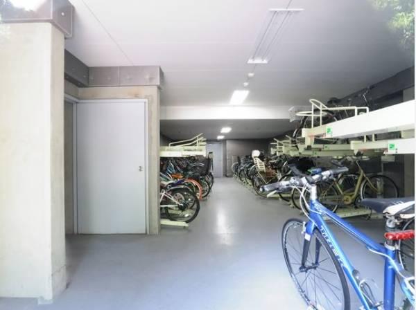 敷地内駐輪場は年額3000円でご利用いただけます。