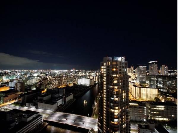 都会らしい眺望、都会ならではの景色があります。時の経過とともに変わりゆく都市空間の中で、バルコニーからの眺めが住まう方への贈り物となります。