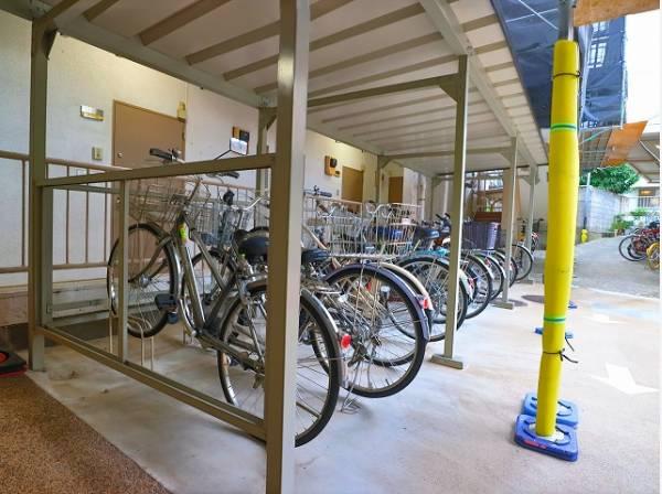 駐輪場は月額500円で利用可能です。