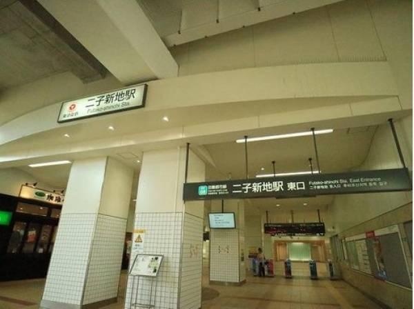 東急田園都市線 二子新地駅まで1500m 急行停車駅、二子玉川駅の隣にある各駅停車駅です。駅周辺には居酒屋などもありますが、静かな住宅街が広がっています。
