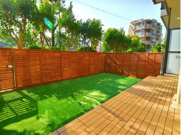 広々専用庭付きで開放感を演出。ガーデニングやお子様の遊び場としてもお使いいただけます。