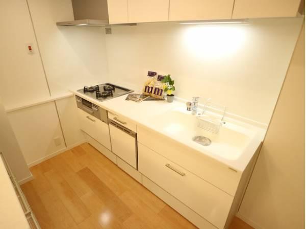 「食」の幸せを育むキッチンは心地よい空間であってほしい。そこに強さ、優しさ、清潔さ、が加わると使い込むほど好きになるキッチン空間へ。