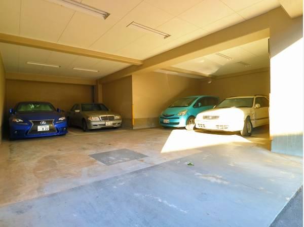 敷地内駐車場。月額22000~24000円でご利用いただけます。