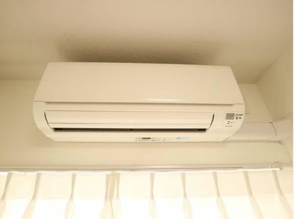 新規エアコン2台設置。様々な暮らしに調和する充実の機能により、お客様ひとりひとりに快適さを提供します。
