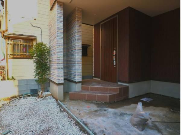 外と内をつなぐ玄関は、まさに顔となる場所。シンプルながらも格調高い雰囲気を漂わせて上質な空間を作り出します。
