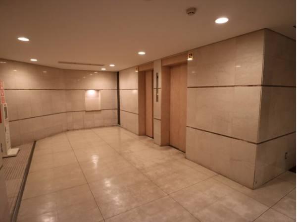 シンプルながらも格調高い雰囲気を漂わせて上質な空間を作り出します。