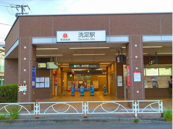 東急目黒線 洗足駅まで550m 駅前を通る洗足いちょう通りは、秋から冬にかけての風景はなかなか見事です。この通り沿いに商店街が広がっていて、スーパーや食料品店、薬局などが集まっています。