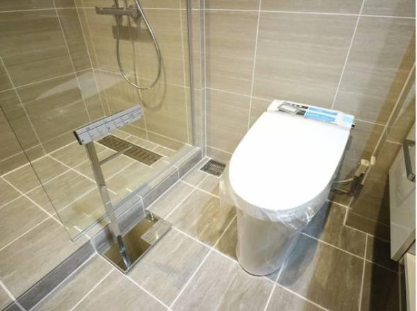 毎日使うものだから、「シンプルでムダのないデザイン」で空間と調和するタンクレストイレ。