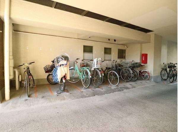 駐輪場は月額400円(屋根有)で利用可能です。